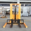 APILADOR SEMI-ELECTRICO 1000 KG. 3 M. BASE ANCHA